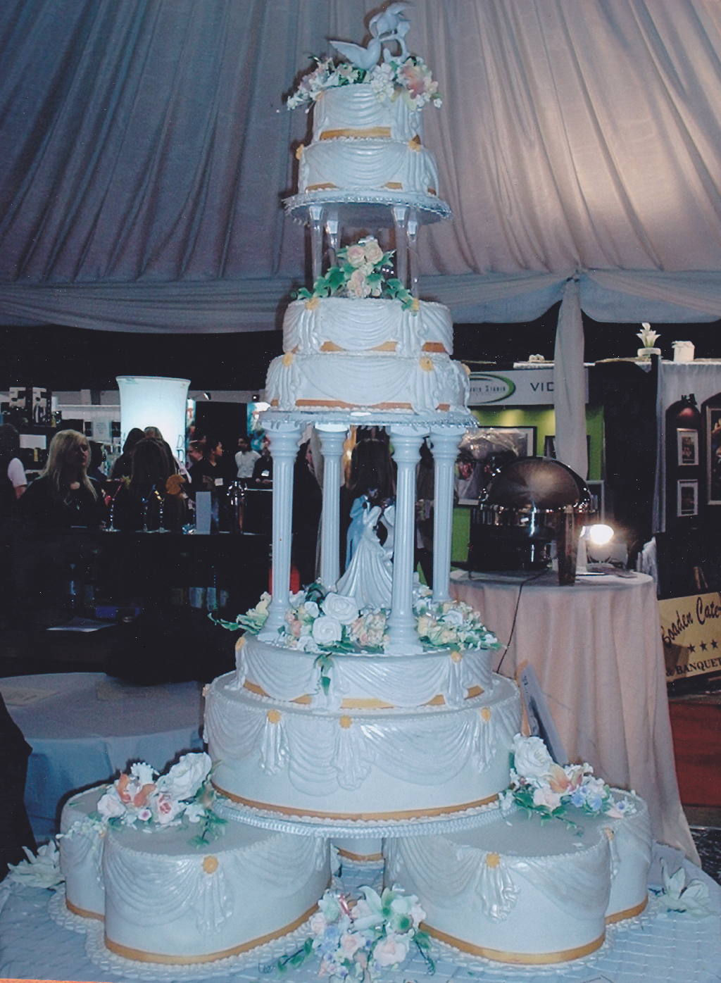 Specialty Wedding Cakes – It s All In The Mix
